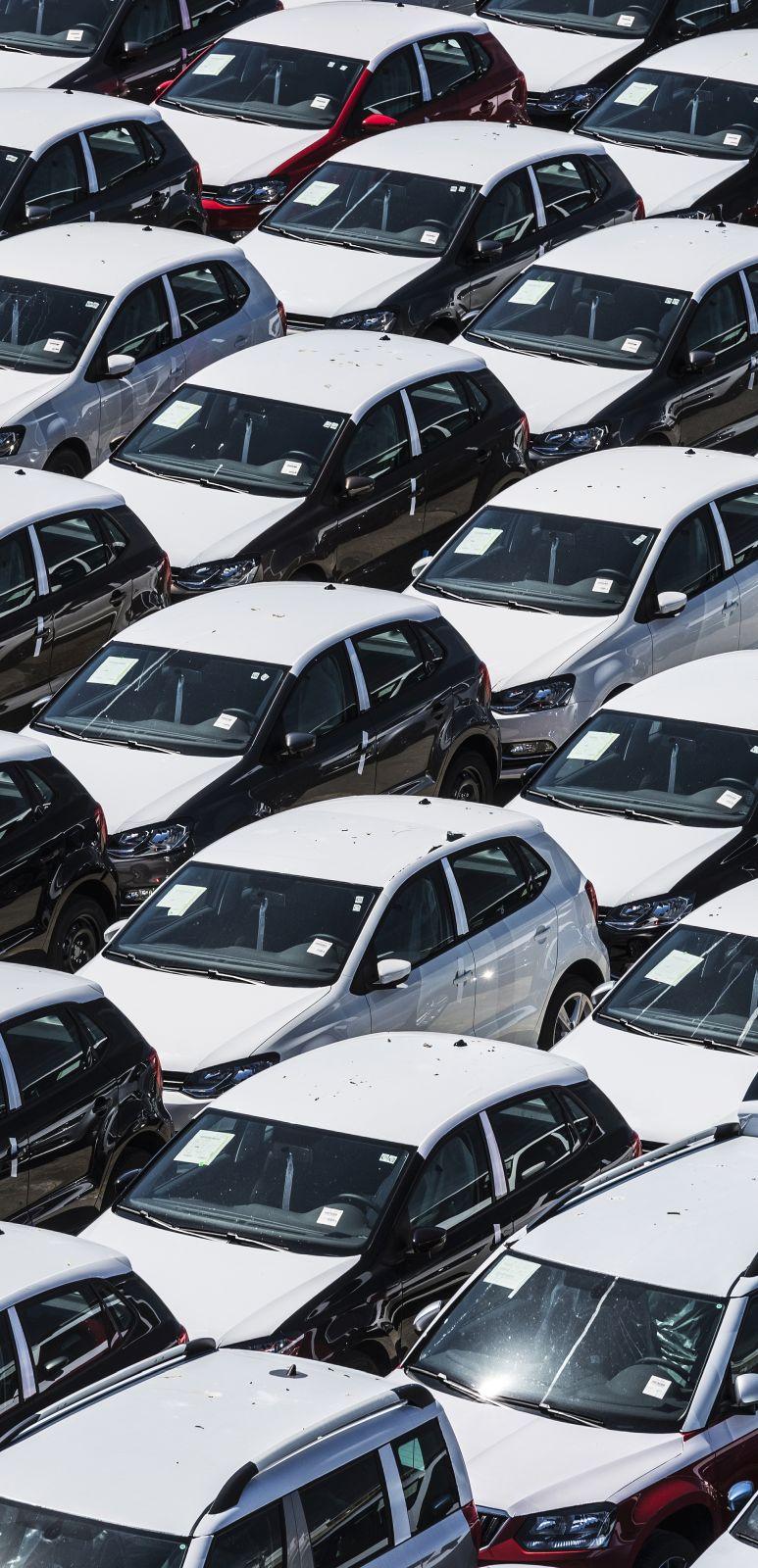 depositphotos_141134002-stock-photo-new-cars-ready-to-ship